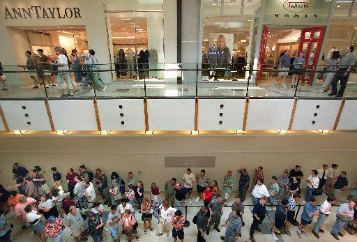 A line of shoppers waited to get into the first Apple store in Texas in Plano's Shops at Willow Bend on Aug. 3, 2001. At one time about 150 people were waiting in one of three lines set up for the Apple store.