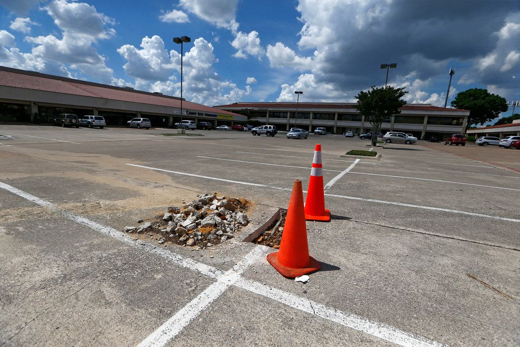 Hillcrest Shopping Center which Dallas is buying up $1.4 million in land to build a new park at in Dallas, Texas on May 23, 2018. (Nathan Hunsinger/The Dallas Morning News)