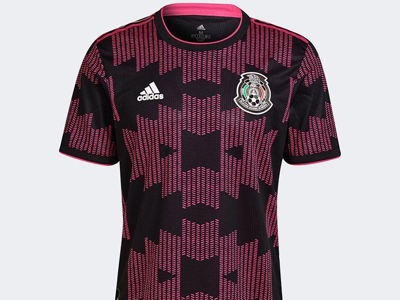 El rosa mexicano y el negro forman la combinación de colores del nuevo jersey de la selección mexicana de futbol.