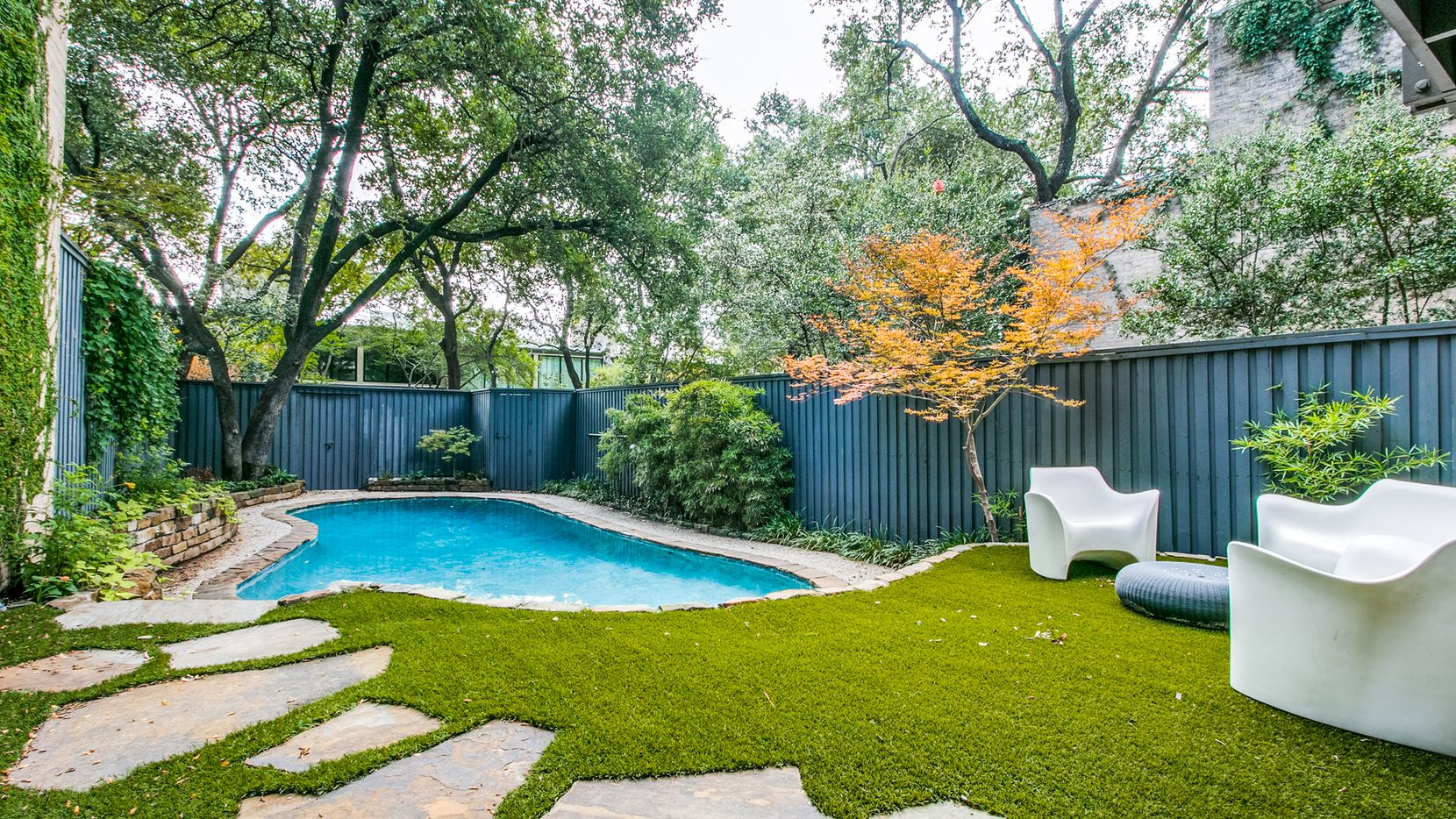 The Frank Welch-designed townhome at 4024 Buena Vista St. offers a tri-level floor plan, a pool and proximity to the Katy Trail.