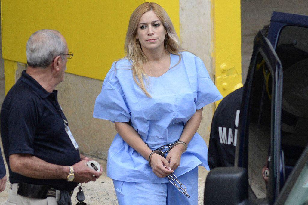 ARCHIVO – Esta foto de archivo del 24 de septiembre del 2015 muestra a Aurea Vázquez Rijos, acusada de contratar a un sicario para matar a su esposo Adam Anhang, un canadiense rico, en San Juan, Puerto Rico. (Carlos Giusti/El Vocero via AP/Archivo)
