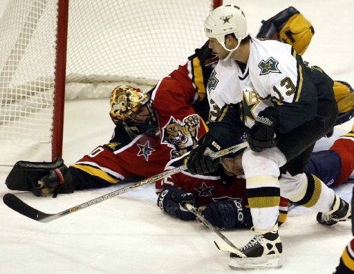 ORG XMIT: S0404940851_STAFF (Taken 10-30-02) - digital image -- Dallas' Bill Guerin (13) in action against the Florida Panthers at the American Airlines Center Wednesday.