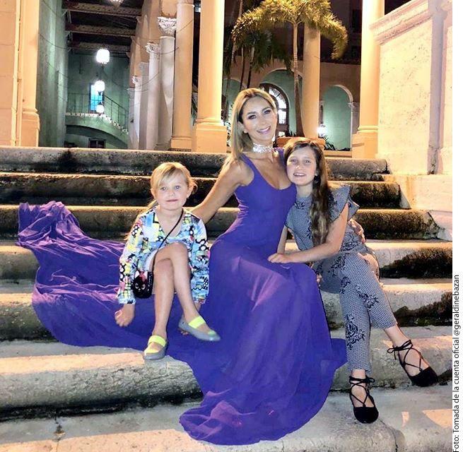 Geraldine Bazán (centro) agradeció que el 2018 haya sido muy productivo para ella, y espera que el 2019 también lo sea, por eso ahora tomará un descanso con sus hijas./ AGENCIA REFORMA