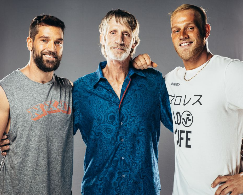 Ross (left) and Marshall (right) pose with their father Kevin Von Erich (middle). Courtesy: MLW