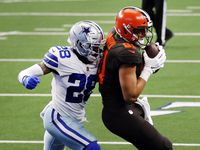 Cleveland Browns tight end Austin Hooper (81) catches a second quarter touchdown against Dallas Cowboys cornerback Daryl Worley (28) at AT&T Stadium in Arlington, Texas, Sunday, October 4, 2020.