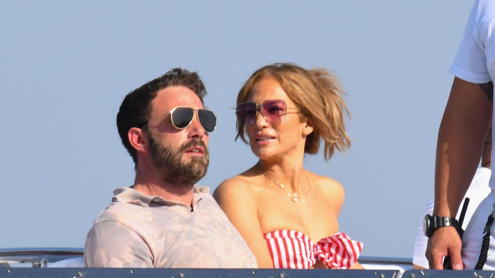 Ben Affleck y Jennifer Lopez juntos en la costa Amalfitana, Italia, el 28 de julio de 2021.