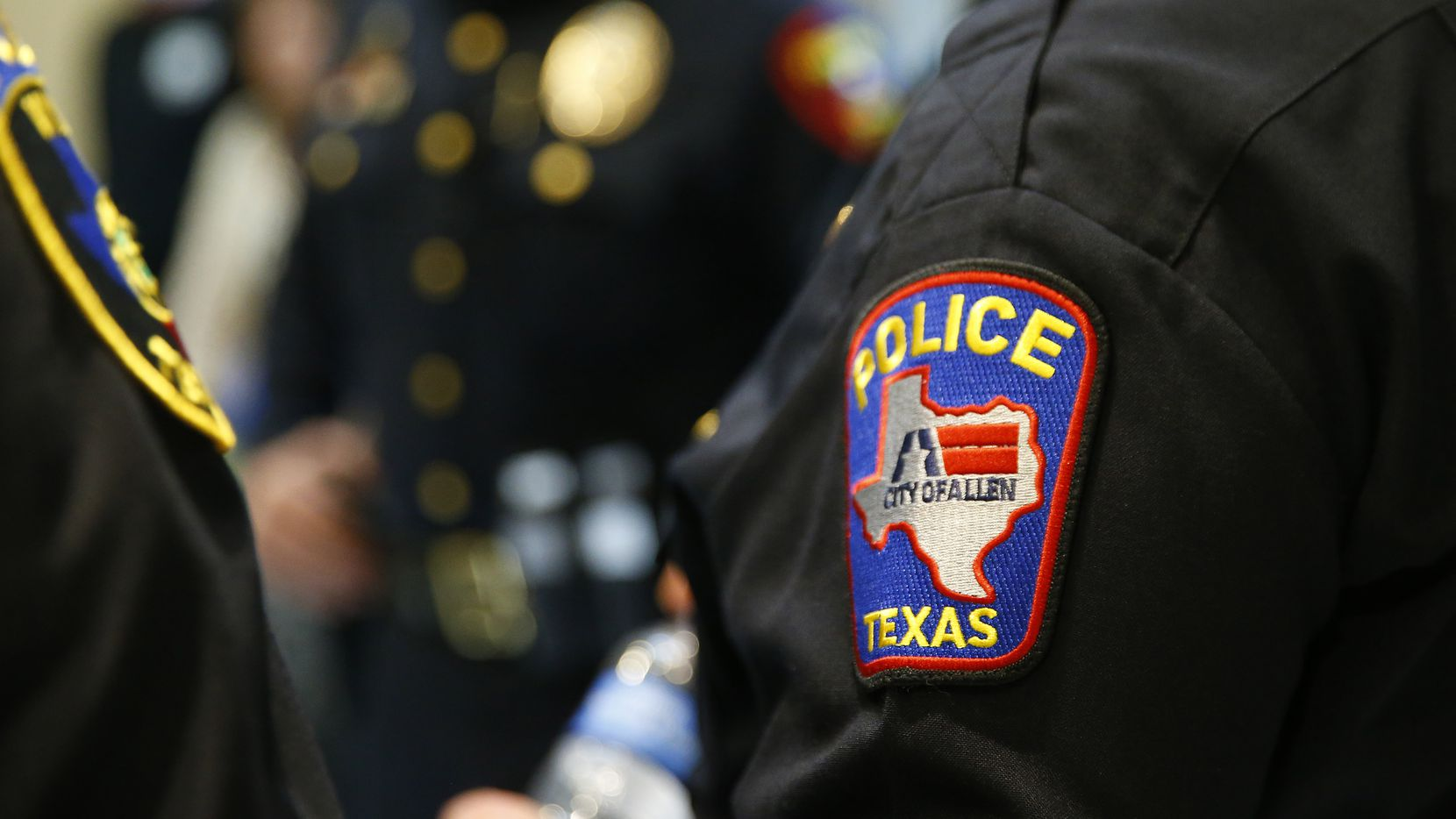 At least 20 Allen and Plano police officers responded to a car chase that ended when the suspect crashed his vehicle Tuesday afternoon.