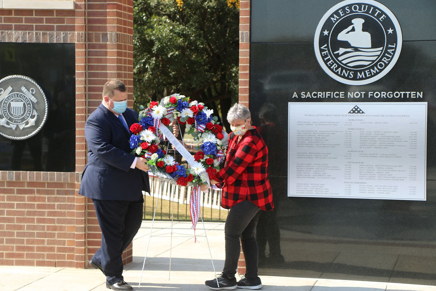 Mesquite Mayor Bruce Archer and Gold Star mother Mary Border laid a wreath at the Mesquite Veterans Memorial in November. The mayor said this week he had tested positive for COVID-19.