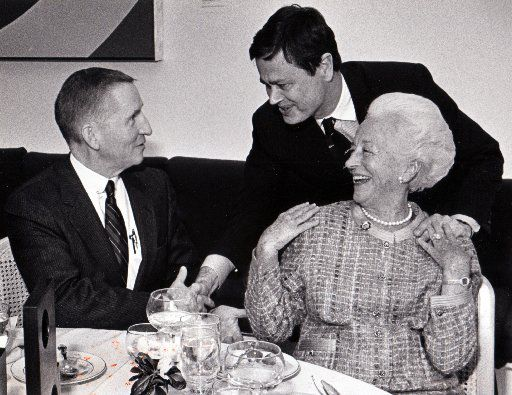 McDermott with Ross Perot (left) and former Dallas Museum of Art director Harry Parker in 1986.