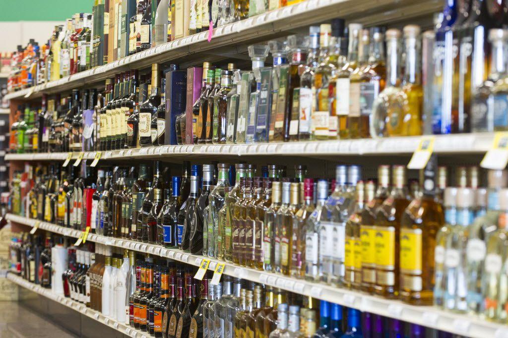 Tiendas de Walmart en Texas no tienen permiso para vender ron, vodka o licores.