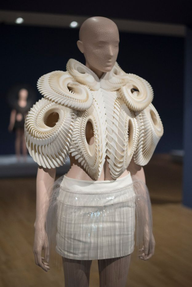 A design Iris van Herpen's Crystallization collection