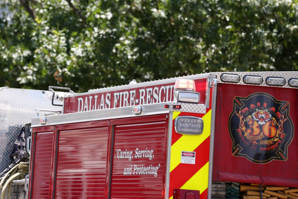 Stock photograph of a Dallas Fire-Rescue engine responding to call in Dallas Thursday June 23, 2016. (Andy Jacobsohn/The Dallas Morning News)