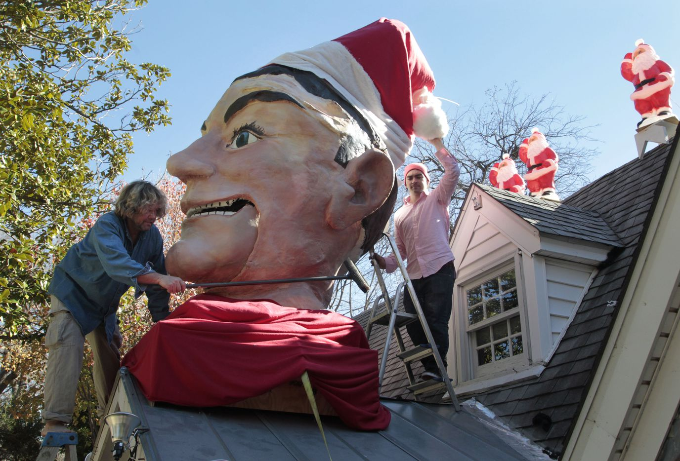 In 2012, Wayne Smith and his neighbor Joe England installed a Santa Claus cap on Big Tex.