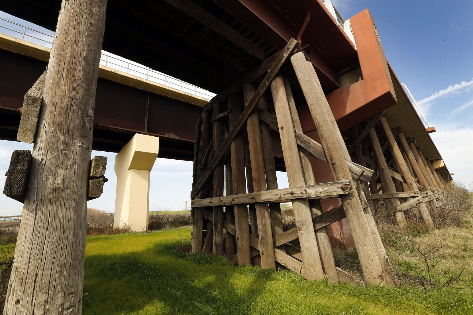 The Santa Fe Trestle Trail was built over the old Atchison Topeka & Santa Fe (AT&SF) trestle bridge structure, the original wooden structure in the Trinity Riverfloodplain.