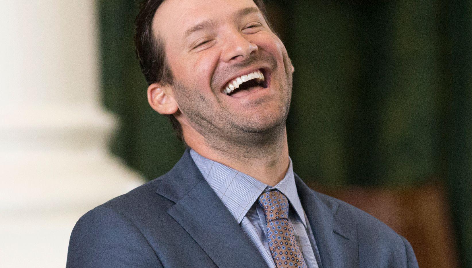 El exmariscal de los Dallas Cowboys, Tony Romo, tiene mucho de que sonreír tras su gran contrato con la cadena de televisión CBS.