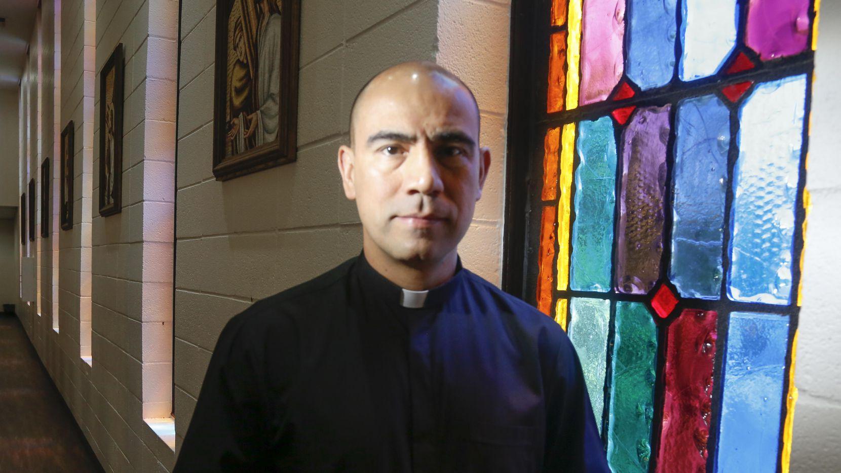 El sacerdote Jesús Belmontes es párroco de la Iglesia San Juan Diego del norte de Dallas. RON BASELICE/DMN