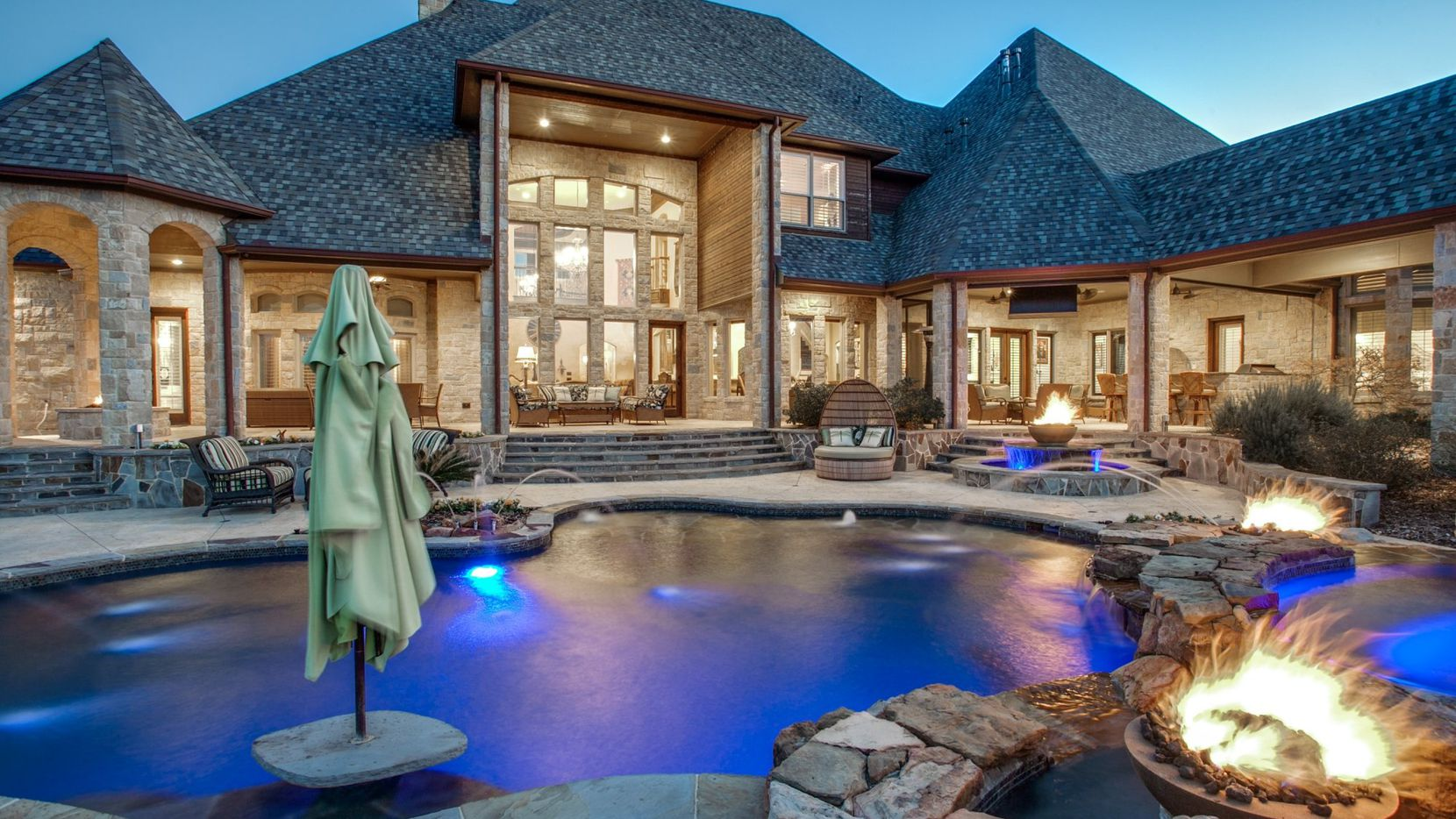 Cool Pools For The Summer 20 Stunning Pools At D Fw Homes On The Market