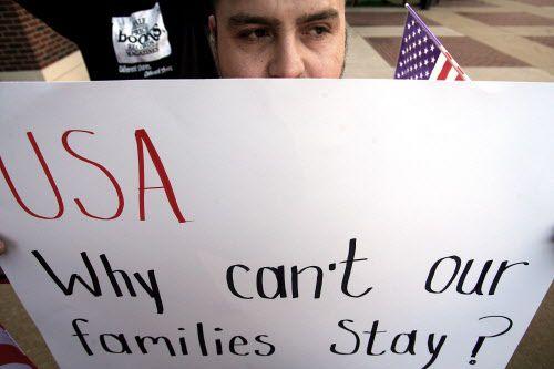 Una protesta, en noviembre del 2006, en contra de la ordenanza que dificultaba a indocumentados vivir en Farmer Branch. ARCHIVO DMN