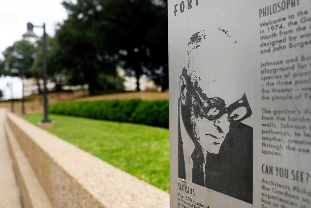 A plaque bearing the image of famed architect Philip Johnson  at the Fort Worth Water Gardens in October 2018.
