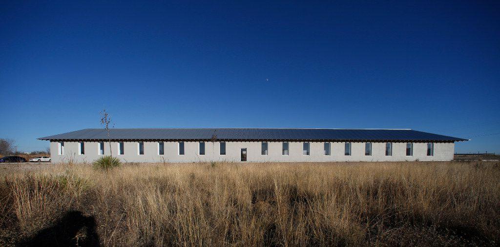 Exterior, Robert Irwin, Untitled (dawn to dusk), 2016 permanent installation, Marfa, Texas (Guy Reynolds/ Dallas Morning News, Courtesy of the Chinati Foundation, © Robert Irwin / Artists Rights Society (ARS), New York)