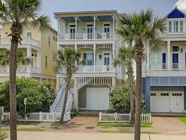A look at 2633 East Seaside Drive in Galveston.