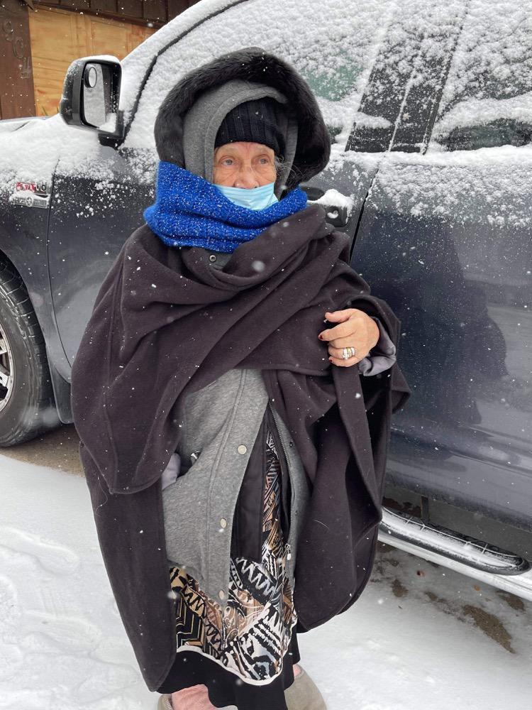 Mariana Gómez, de 84 años, que hace poco sobrevivió a covid-19, pasó más de 60 horas sin luz. Ella vive junto a su hija Susana Mata, en Arlington.