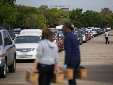 Organizaciones locales ofrecen compras del supermercado gratis a lo largo del Norte de Texas.