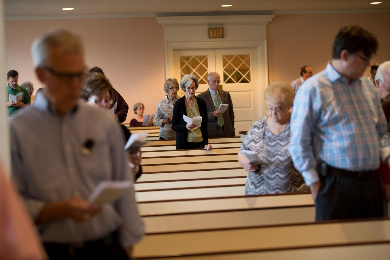Un grupo de fieles en la iglesia bautista Wilshire, que rompió sus lazos con la Convención Bautista de Texas por aceptar a (DMN/TING SHEN)