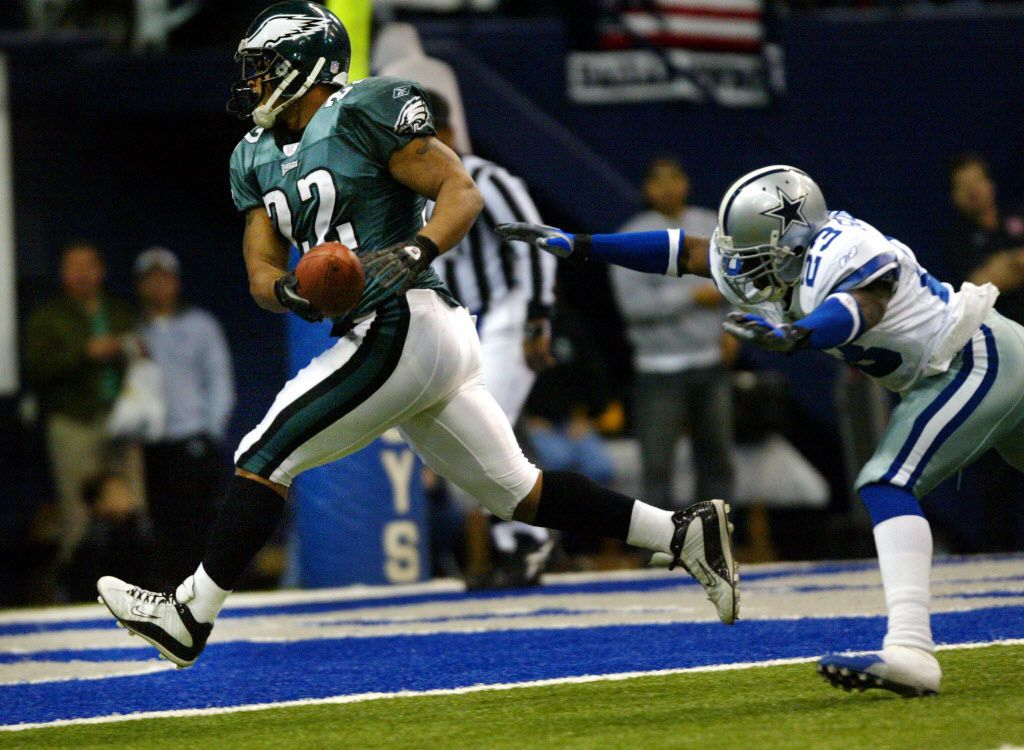 Eagles Duce Staley trots in for an Eagles touchdown as Cowboys Dwayne Goodrich dives but can not make the tackle in the first quarter against Philly.