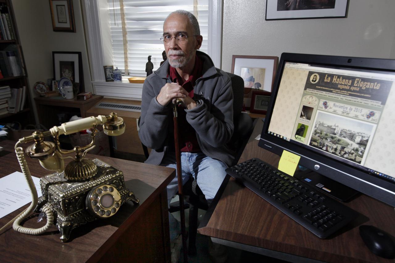 """El profesor de SMU, Francisco Morán, destaca la literatura y la cultura cubana en su revista digital """"La Habana Elegante"""". El inmigrante desea que haya cambios en Cuba, pero prefiere no hacerse ilusiones. (ESPECIAL PARA AL DÍA/FOTOS: BEN TORRES)"""