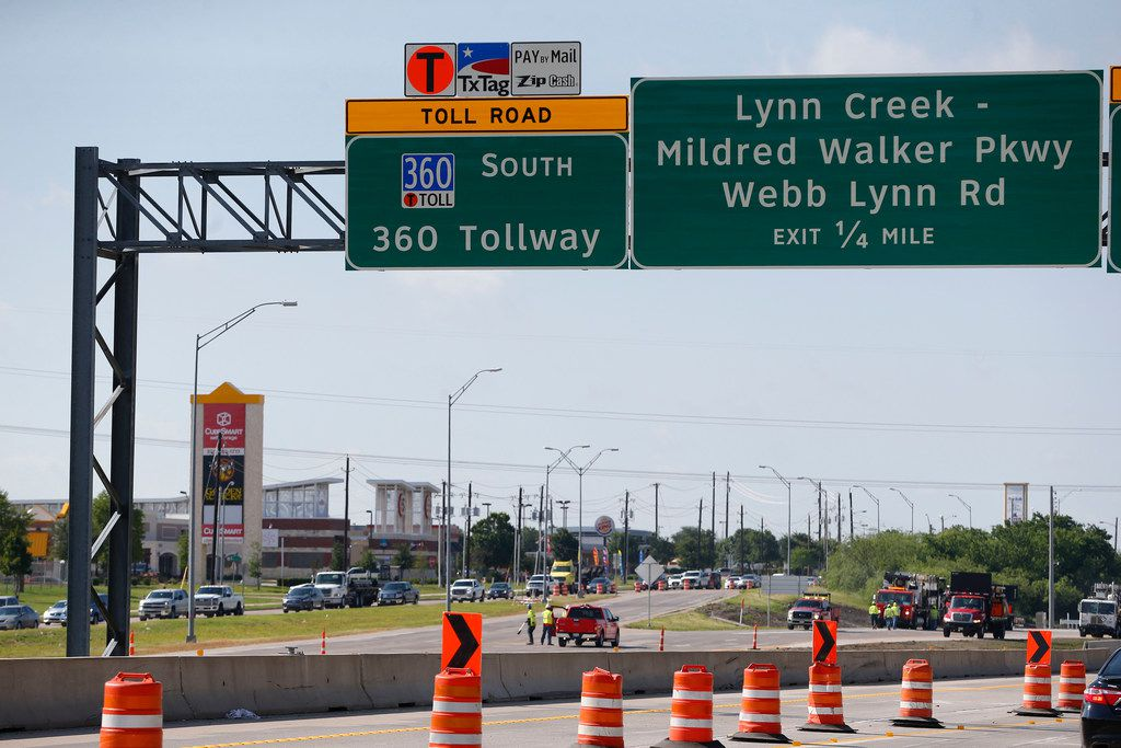 The final preparation to open the highway extension of State Highway 360 at the Camp Wisdom exit in Grand Prairie. (Nathan Hunsinger/The Dallas Morning News)