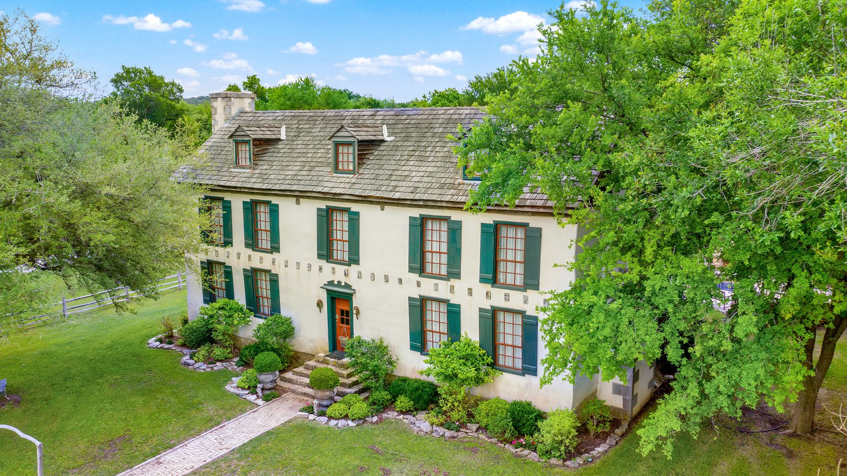 Take a look at Settlers Crossing, a historic bed-and-breakfast on the market in Fredericksburg.
