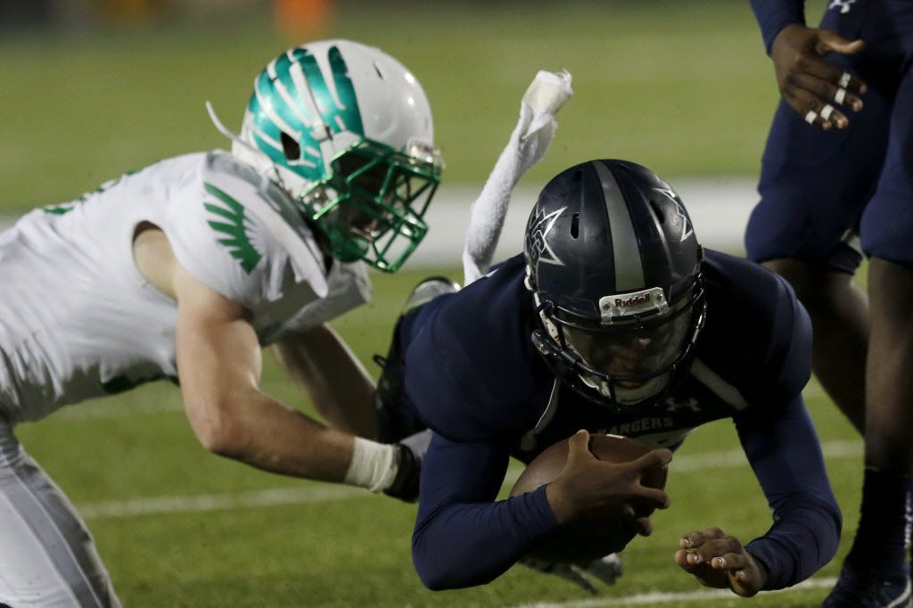 Lake Dallas Falcons Jacob Peppard (left) attempts to tackle Frisco Lone Star Rangers QB Jason Shelley as he dives in the 3rd quarter as Lake Dallas faces Frisco Lone Star at Eagle Stadium in Allen on Friday, Dec. 11, 2015. (Rachel Woolf/The Dallas Morning News)
