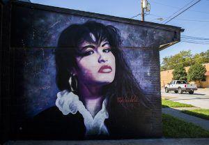 Un mural de la cantante Selena en 914 W Commerce Street, el 11 de octubre 2018. (Por Ashley Landis/DMN)
