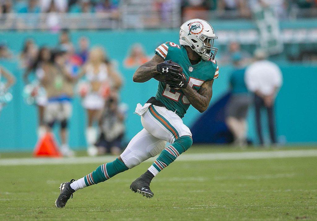 Miami Dolphins cornerback Xavien Howard returns an interception against the Bills. (Bill Ingram/Palm Beach Post/TNS)