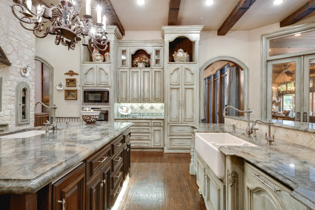A look at the property at 4555 Harrys Lane in Dallas.