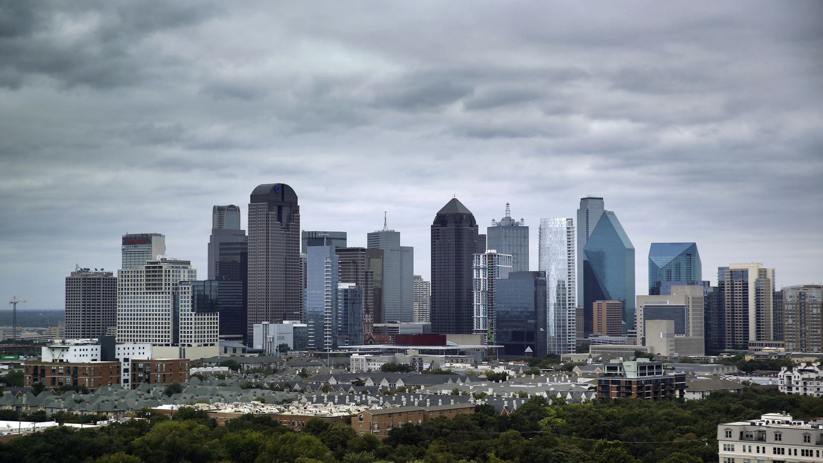 A cold front moved the North Texas and downtown Dallas, Thursday, October 15, 2020. (Tom Fox/The Dallas Morning News)