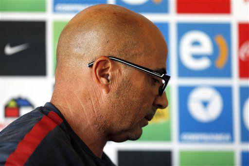 Jorge Sampaoli abandonó la selección chilena tras un acuerdo con la dirigencia del fútbol local, en que ambas partes se pagaran cifras que no fueron precisadas, según un escueto comunicado de la (ANFP) emitido el martes 19 de enero de 2016./AP