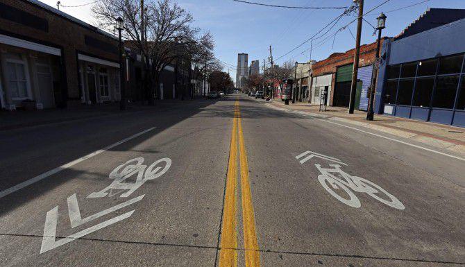 Los senderos para caminar y los carriles para bicicletas son parte del plan Neighborhoods Plus que estudia el cabildo. (DMN/G.J. McCARTHY)