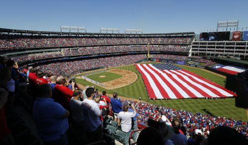 Rangers iniciaron su campaña número 45 de Grandes Ligas. FOTOS DMN.