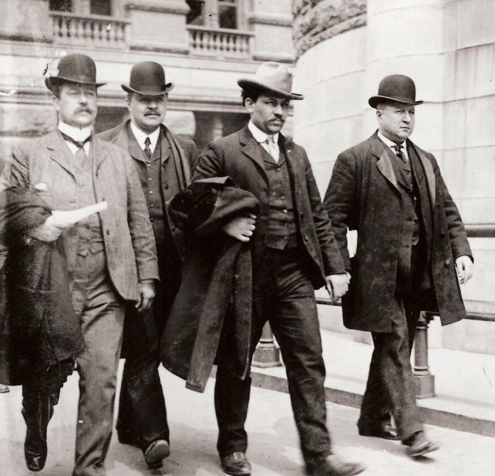 Joseph Petrosino (far right) leads a Black Hand suspect to court. From The Black Hand, by Stephan Talty. (Library of Congress photo)