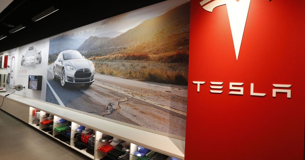 Tesla starts judging owners it charged $10,000 for self-driving