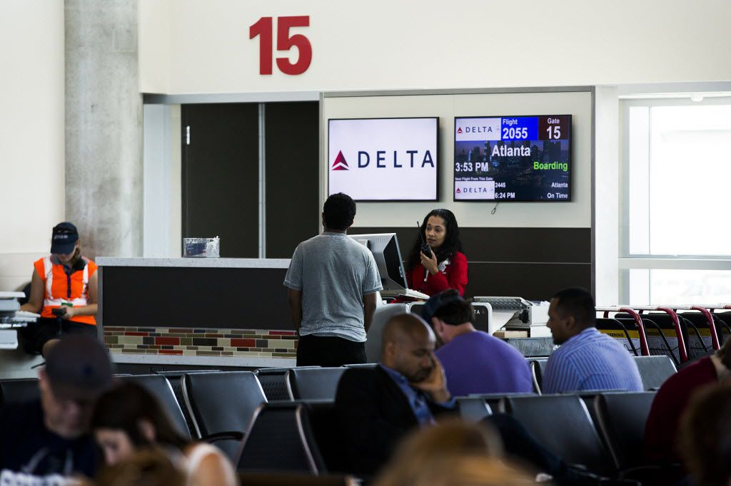 Agents go through the boarding process for Delta Airlines flight 2055, a Boeing 717-200 bound for Atlanta, at Gate 15 of Dallas Love Field on Wednesday, June 24, 2015, in Dallas. (Smiley N. Pool/The Dallas Morning News) 08062015xPUB