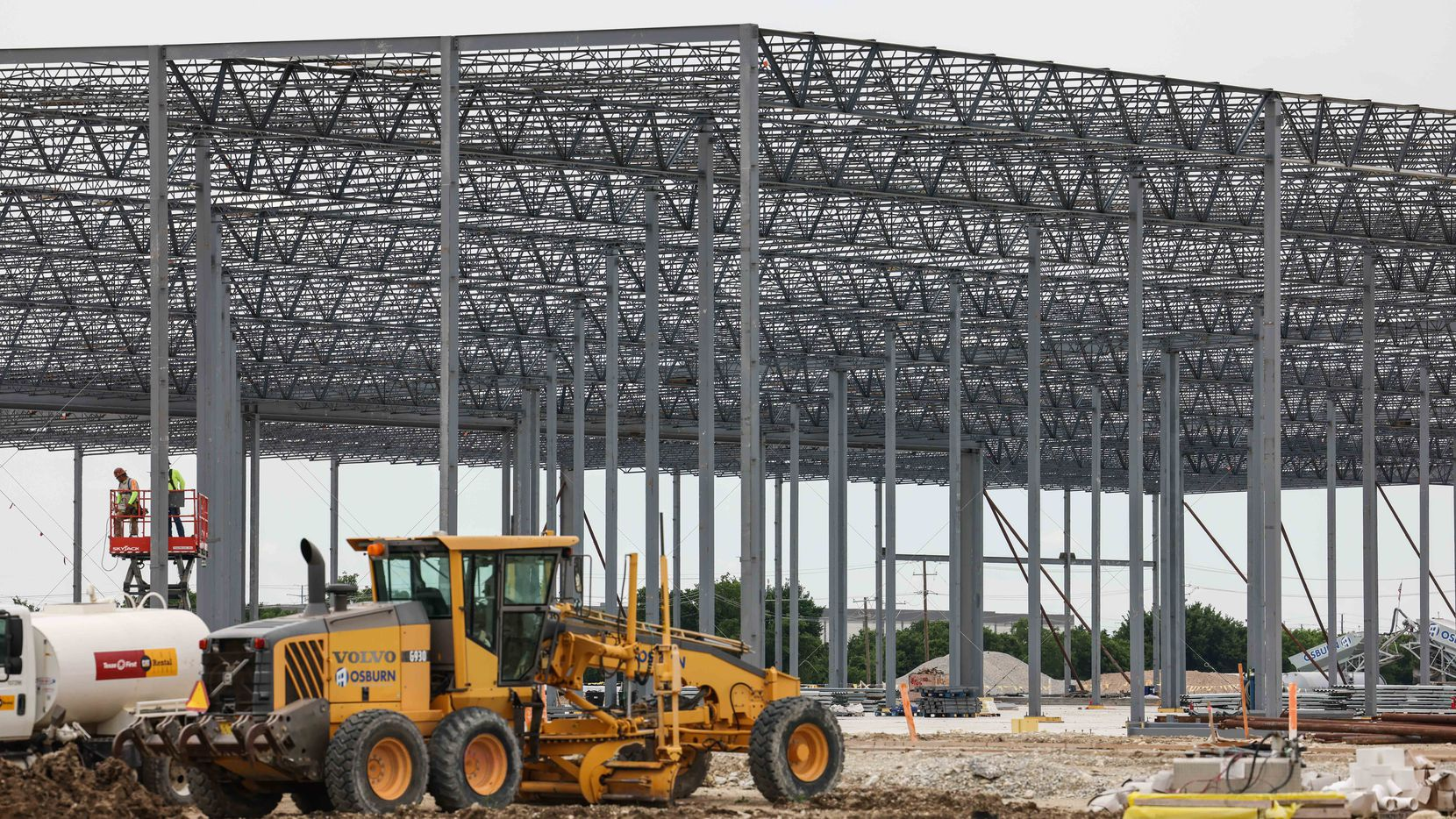 Builders started $4.5 billion commercial and multifamily real estate projects in the D-FW area in the first half of 2021.