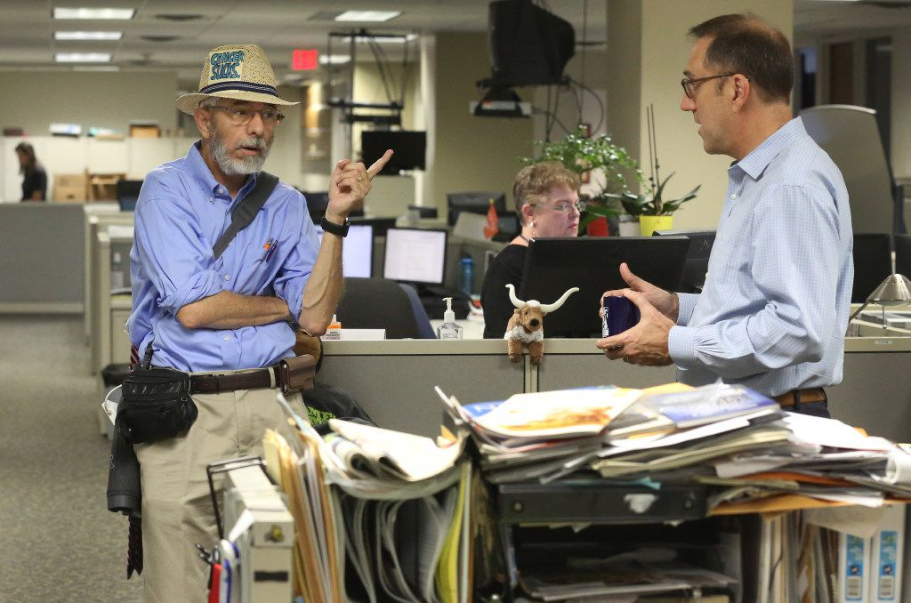 Weiss (left) talks with Mike Wilson, editor of The Dallas Morning News, in the business news department.