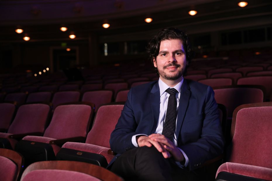 The Fort Worth Symphony premiered Colombian composer Víctor Agudelo's Algo Va a Suceder (Something is Going to Happen) on Oct. 8 at Bass Performance Hall in Fort Worth, Texas.