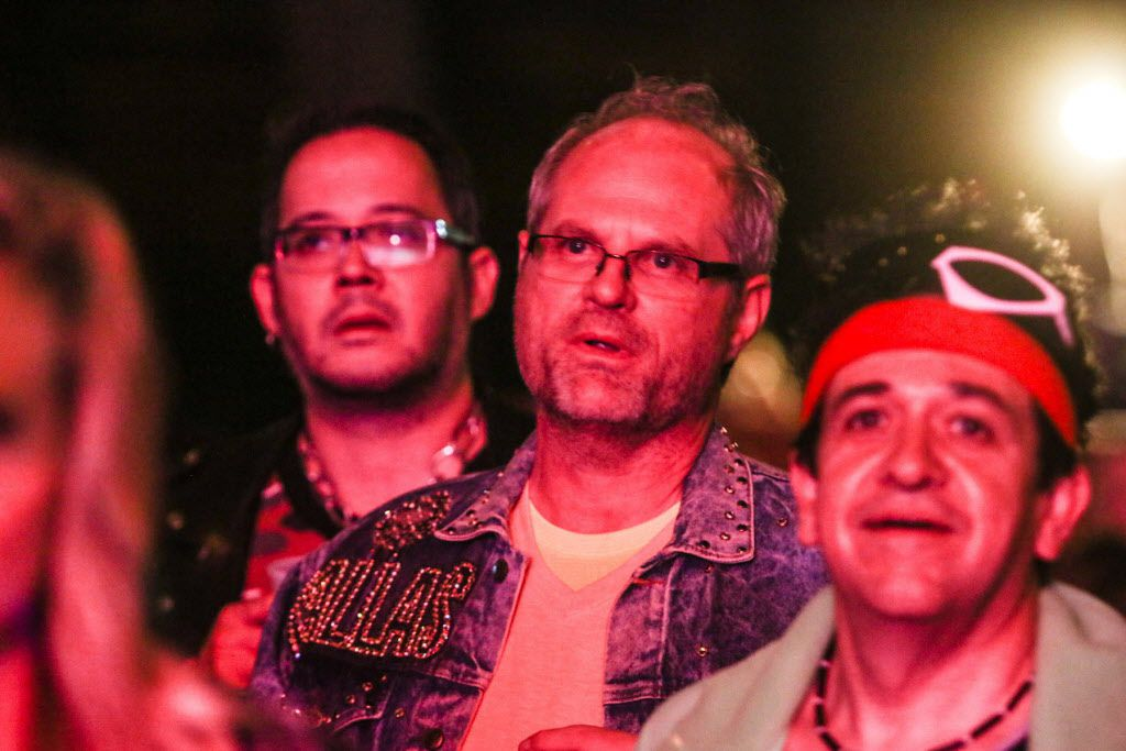 '80s music fans belted out their favorite songs.