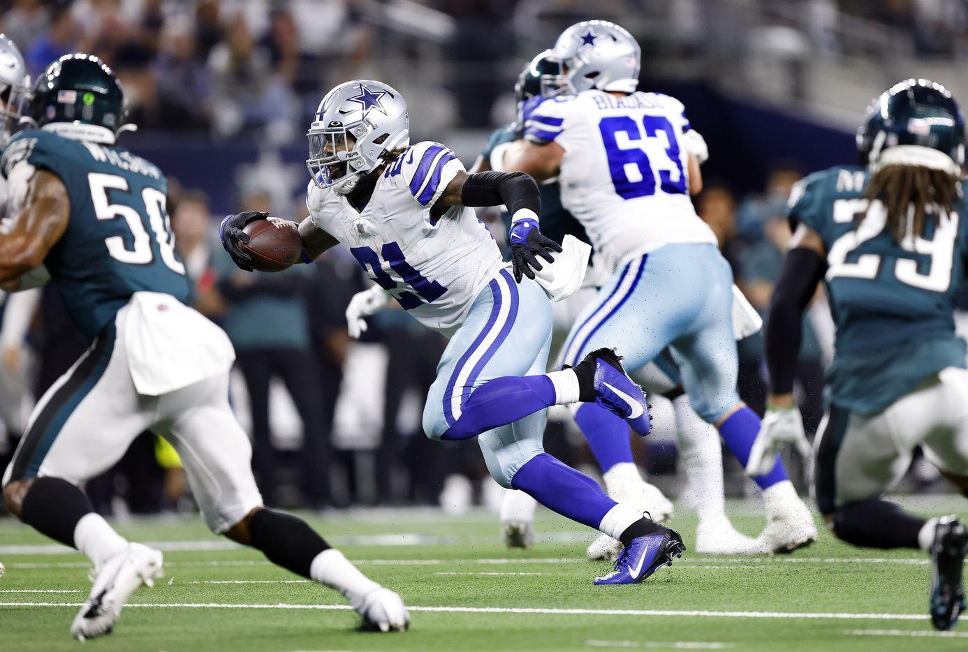 Dallas Cowboys running back Ezekiel Elliott (21) breaks away for a big run against the Philadelphia Eagles defense during the second quarter at AT&T Stadium in Arlington, Monday, September 27, 2021. (Tom Fox/The Dallas Morning News)