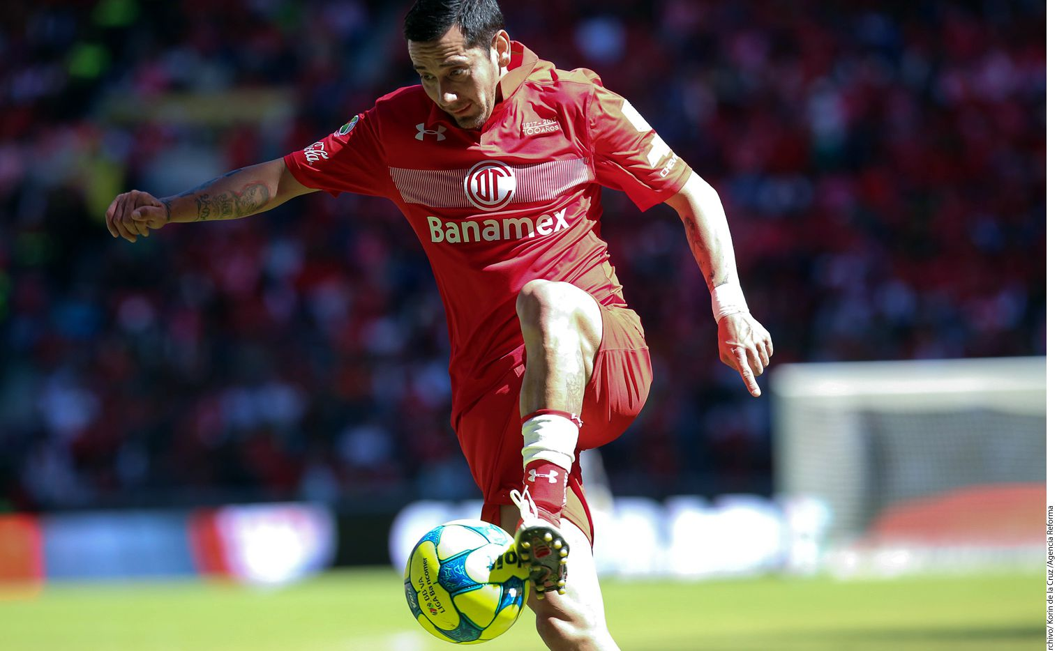 Rubens Sambueza (foto) y Andrés Andrade están suspendidos de manera temporal en lo que se determina si son inhabilitados por las lesiones causadas a 'Conejito' e Ibarra, respectivamente./ AGENCIA REFORMA