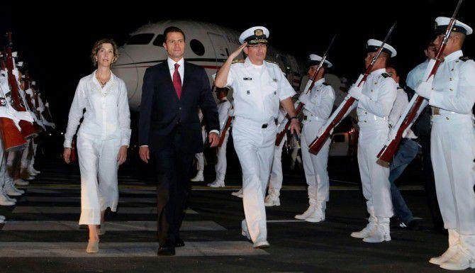El presidente mexicano Enrique Peña Nieto llega a Cartagena. (AFP/GETTY IMAGES)